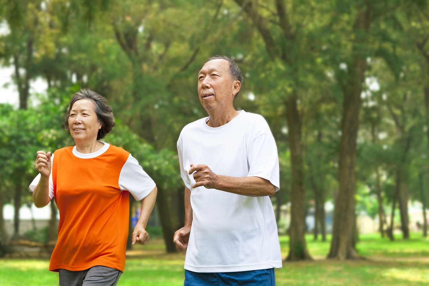 couple exercising to improve their heart health
